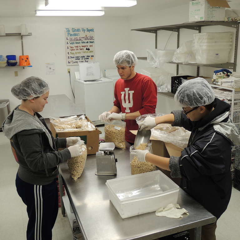 IU students organizing food into bags for future use.